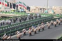 رژه نیروهای زمینی ارتش با نمایش تجهیزات جدید جنگی در کرمانشاه برگزار میشود