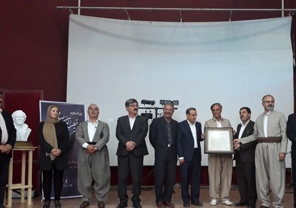 تجلیل از یک عمر تلاش فرهنگی قطب الدین صادقی  در عرصه تئاتر کشور
