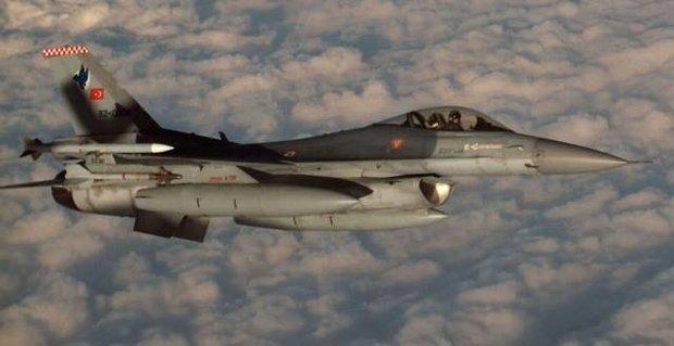 """ترکیه مواضع """"پ ک ک"""" را بمباران کرد"""