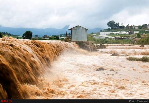 ۱۷ استان کشور متاثر از سیل، برف و کولاک  جان باختن سرنشین پراید در سیلاب رودان