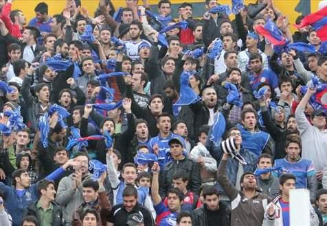 اقدام جالب بازیکنان و هواداران داماش در پی فوت یکی از طرفداران+  ویدیو