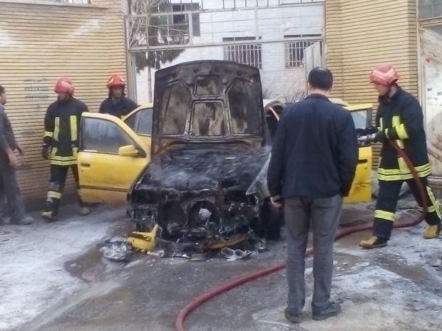 تاکسی سمند در آتش سوخت
