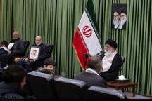 امام جمعه مشهد از خانواده شهدای اخیر سیستان تجلیل کرد