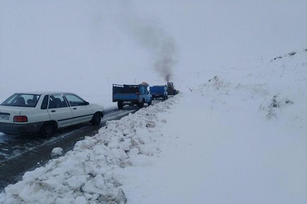 نجات جان ۶ مسافر گرفتار در برف و کولاک در شهرستان مرند