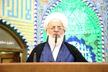 امامجمعه یزد تلاش برای رفع مشکل اقتصادی مردم را خواستار شد